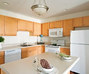 Kitchen, Hampton Run Apartments