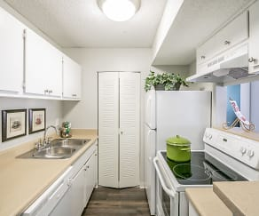 Kitchen, Coopers Pond Apartments