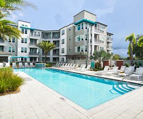 Pool, 50 Paramount