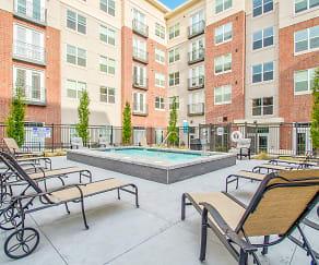 Pool, 200 City View