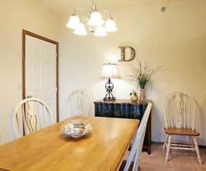 Dining Room, Avondale Trace