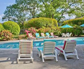 Pool, Oakridge