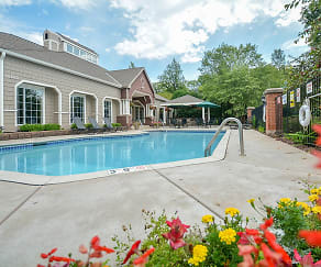 Pool, Parkers Lake Apartments