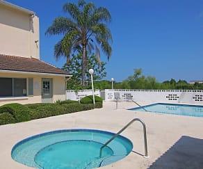 Pool, Lakes at Largo
