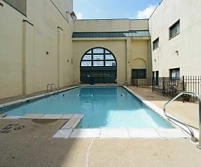 Pool, Drake Plaza