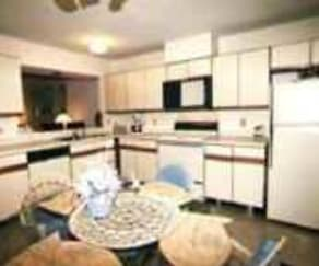 Kitchen, Spring Isle Apartments