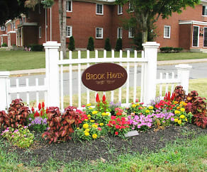 Community Signage, Brook Haven Apartments