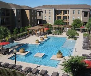 Pool, Laurelwoode
