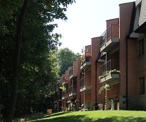 Building, Pinewood Creek Apartments