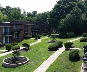 Courtyard, CV Apartments at Glenolden Station