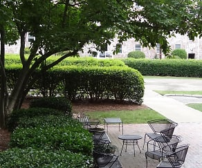 Outdoor seating area, Wedgwood Apartments