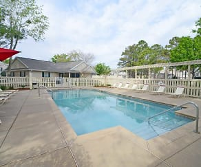 Pool, Hillwood Pointe