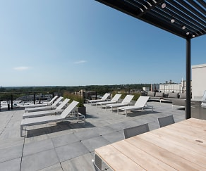 Rooftop Lounge, Ora