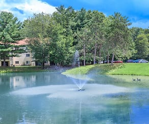 BEAUTIFUL LANDSCAPING, Foxrun Apartments