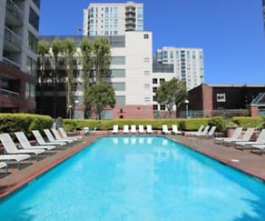 Pool, South Beach Marina Apartments