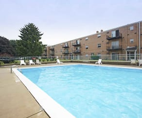 Pool, Fox Run Apartments