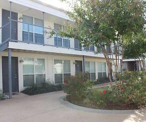 Courtyard, Carillon Apartments