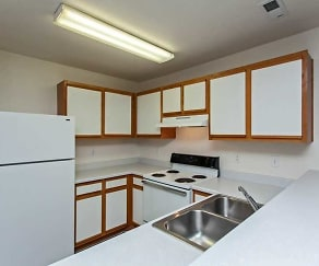 Kitchen, Brittany Green Apartments
