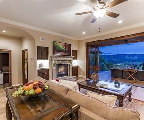 Great-Room_1800x1200_2654637.jpg, 1312 Summit Drive