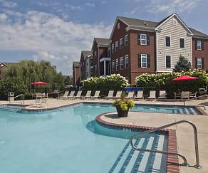 Pool, Arlington Park