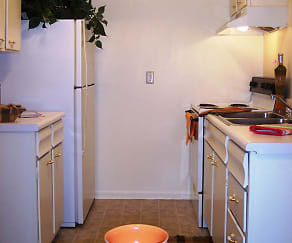 Kitchen, CONTINENTAL SQUARE APARTMENTS
