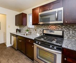 Kitchen, Fox Run Apartments & Townhomes