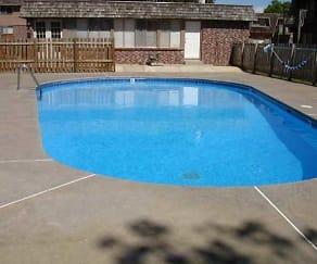 Pool, Briarwood Condominiums