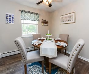 Dining Room, Roberts Mill Apartments & Townhomes