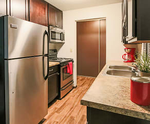 Kitchen, Glen Pond Apartments