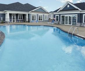 Pool, Heron Pointe