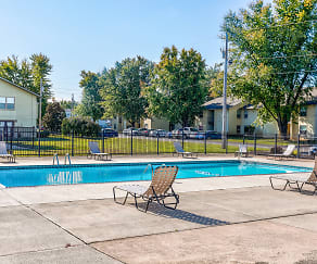 Pool, Willow Creek Apartments