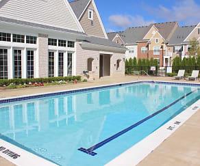 Pool, Centerra Pointe