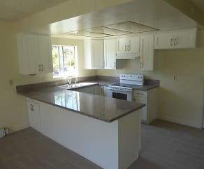 1-Kitchen.JPG, 200 N. Irena Ave.