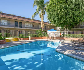 Pool, Huntington Highlander Apartment Homes