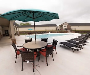 Pool, North Pointe Apartments