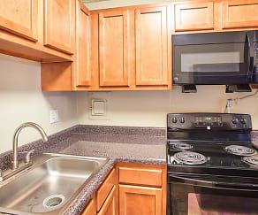 Kitchen, Solon Club Apartments