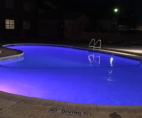 Pool, Briarwood Village Apartments