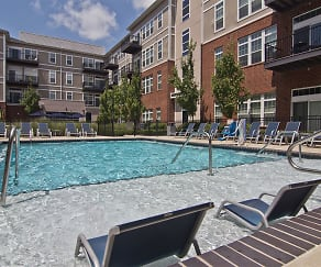 Pool, One Pearl Place