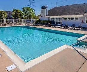 Pool, Eagle Chase