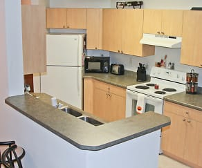 Kitchen, Cortland Pond Apartments