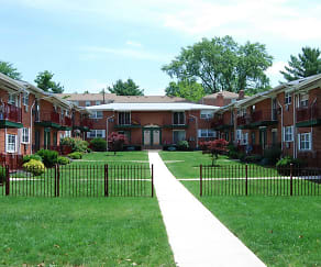 Courtyard, Meadow View Apartments