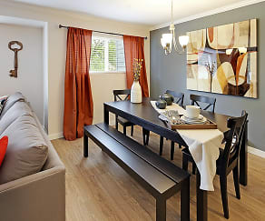 Dining Room, Hubbard's Crossing Townhome Apartments