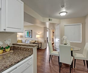 Open Dining Room - Perfect for Entertaining, Castlepark Resort Apartments