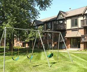 Holly Ridge Apartments, Groveland, MI
