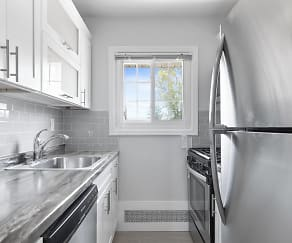 Kitchen, Eagle Rock Apartments At Mineola