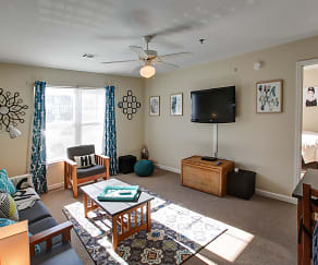 Living Room, University Landing - Per Bed Lease