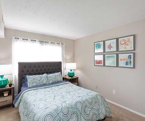Bedroom, Chinoe Creek Apartments