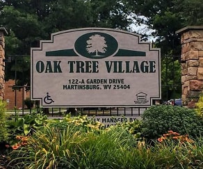 Community Signage, Oak Tree Village