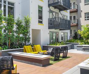 Courtyard, Oakwood Olympic & Olive
