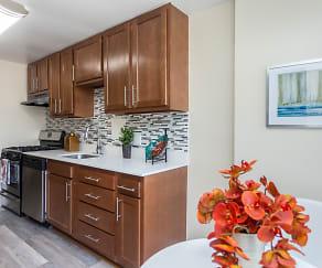 Kitchen, Cityside Huntington Metro